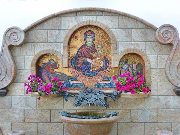 Источник святой воды на территории православного собора в Минске в Беларуссии. Собор Всех Святых.
