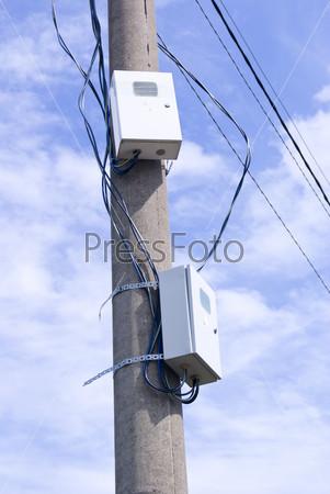 Электрические щитки на столбе