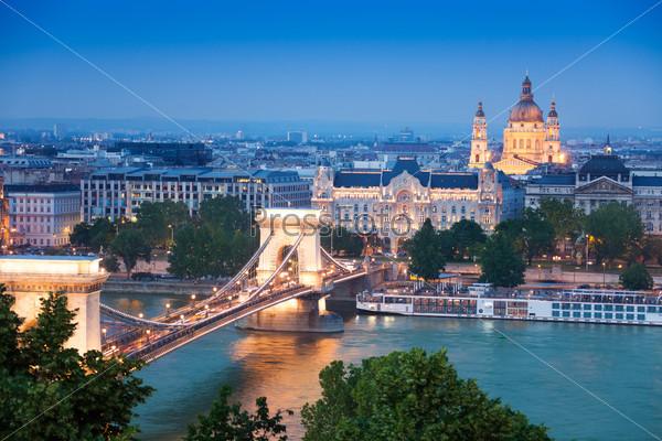 Chain Bridge, St. Stephen's Basilica in Budapest