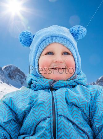 Little kid on snow day