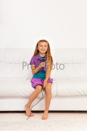 Girl sing at home