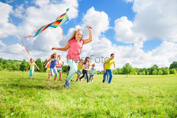 Run with kite for fun
