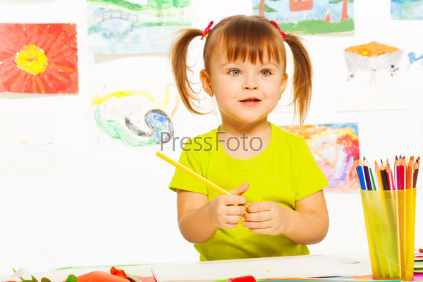 Little girl in drawing class