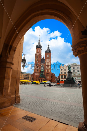 Saint Mary's Basilica and Rynek Glowny in summer