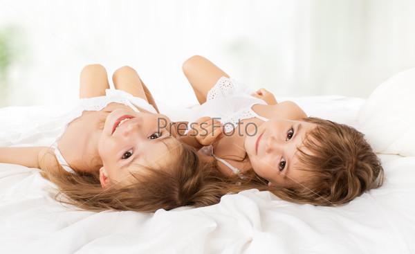 близнецы девушка в постели рассылку частных