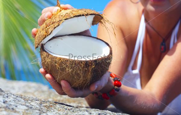 Польза кокоса для организма женщины