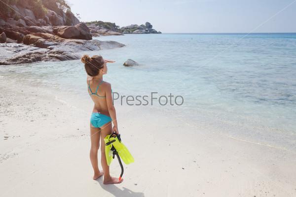 Девчонка купается в море фото 600-731