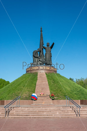 The monument to the heroes of the war.