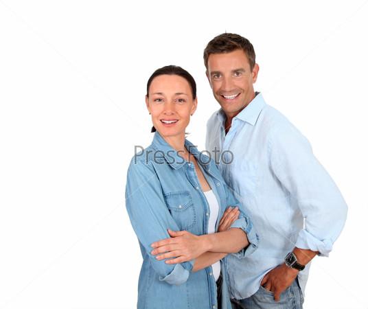 Пара стоит на белом фоне