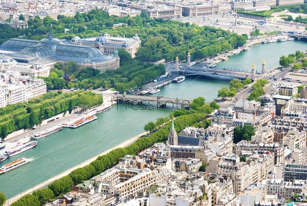 Вид с воздуха на Сене от Эйфелевой башни, Франция Париж
