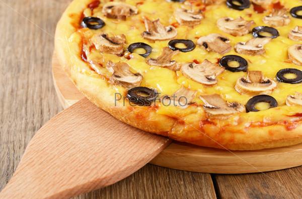 Вегетарианская пицца с оливками