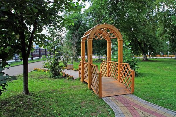 Беседка в городском парке