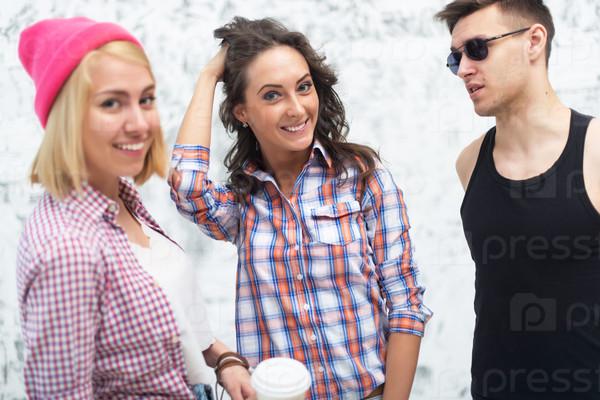 Красивое фото мужчина и две женщины фото 316-144