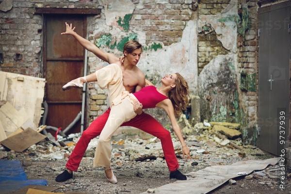 Maodern ballet couple