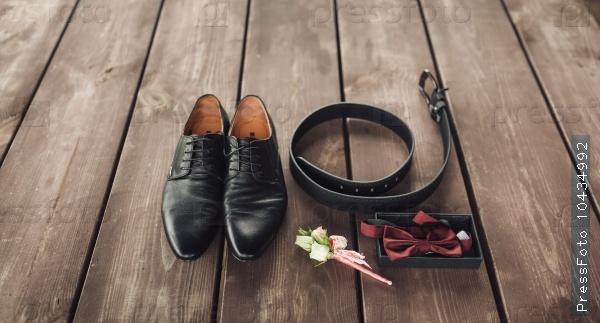 Men's black leather dress shoes