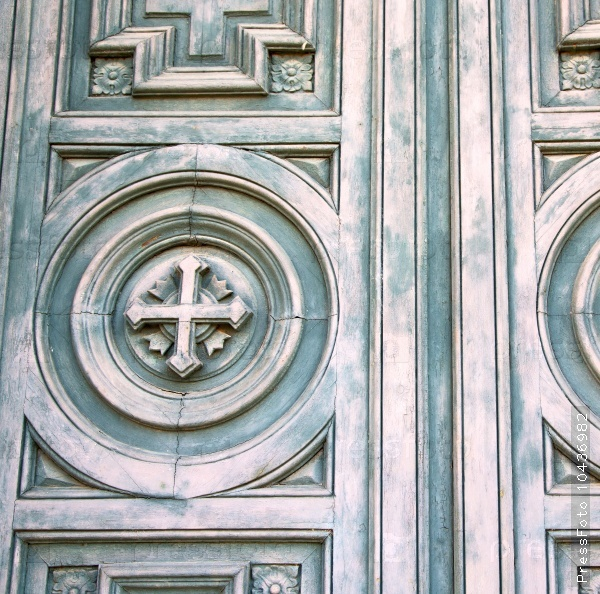 cross traditional   door    in italy   ancian wood and   tradit