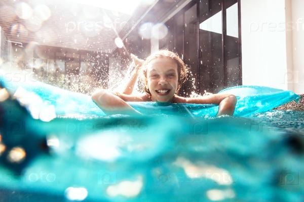 Ребёнок чуть не утонул в бассейне