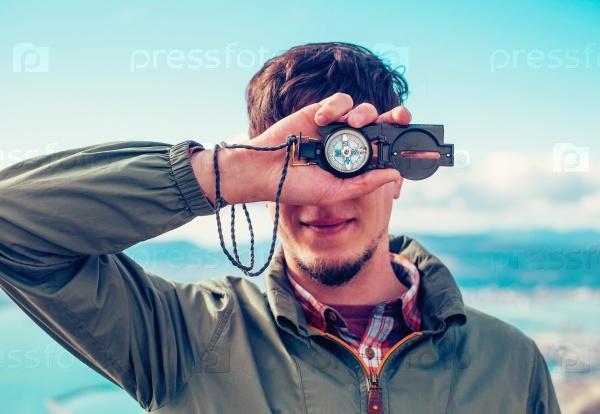 Человек с компасом