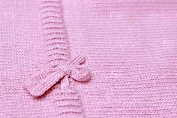 Розовый вязаный фон