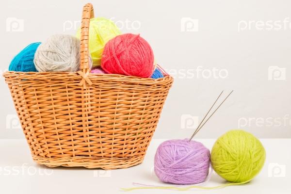 Плетеная корзина пряжи