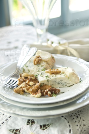 Сыр Стилтон и грецкие орехи