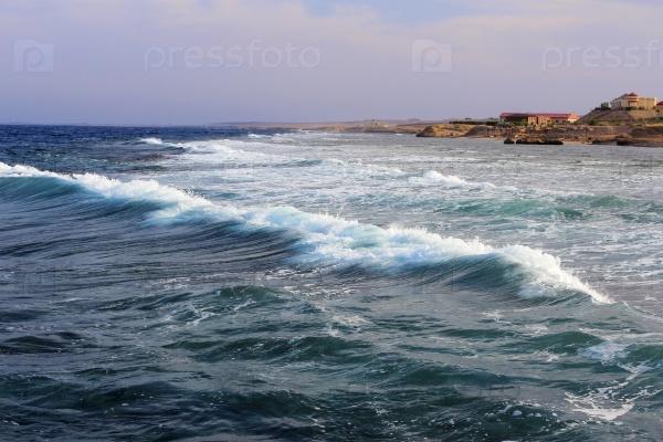 Волны на побережье