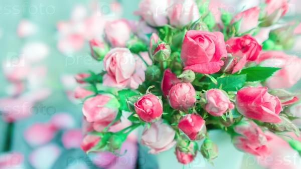 Букет свежих роз