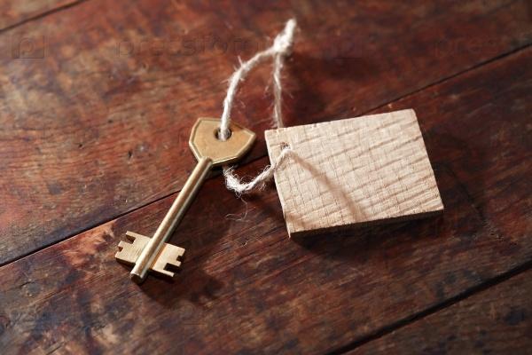 Ключ с этикеткой