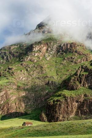 У подножия горы