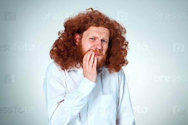 Молодой человек с зубной болью