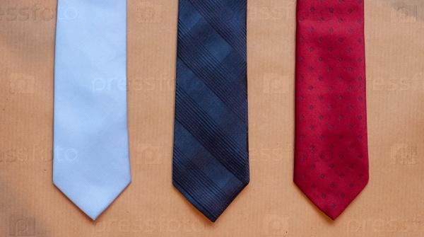 Три галстука