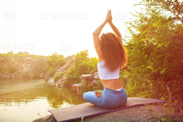 Йога возле реки