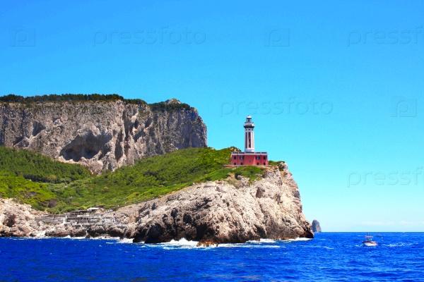 Маяк на острове Капри, Тирренское море, Италия