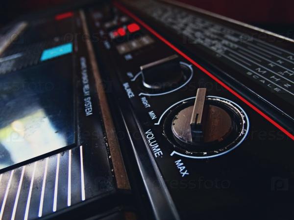 Старый магнитофон