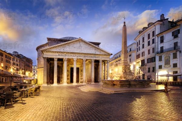 Пантеон в ночное время, Рим, Италия