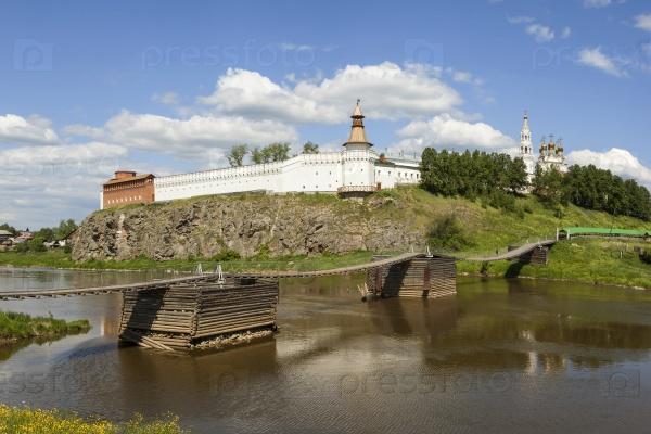 Верхотурский Кремль и висячий