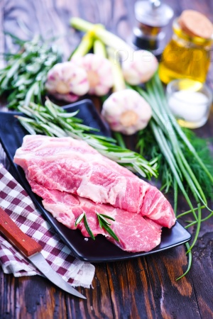 Сырое мясо со специями