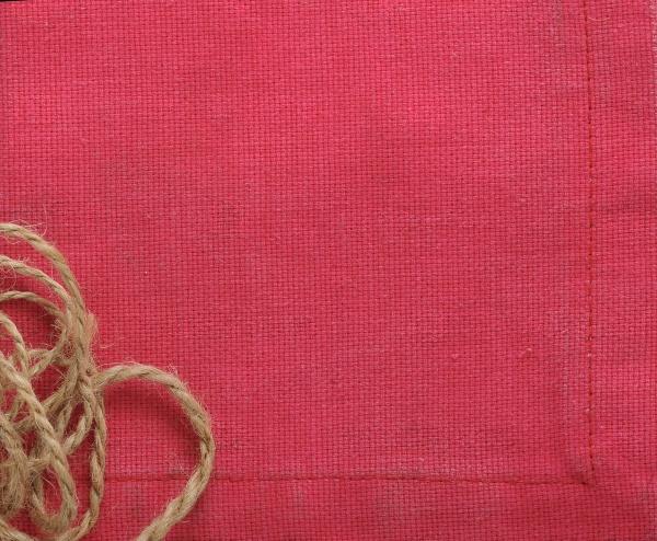 Фон из красной ткани и веревки
