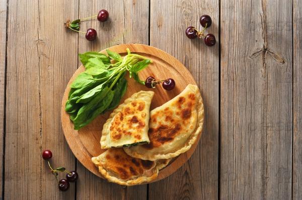 Пирожки со шпинатом и вишней