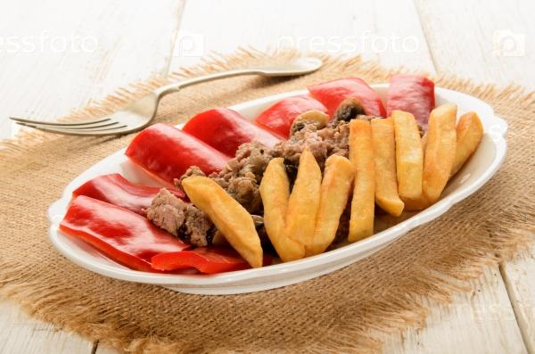 Картофель с фаршем и перцем