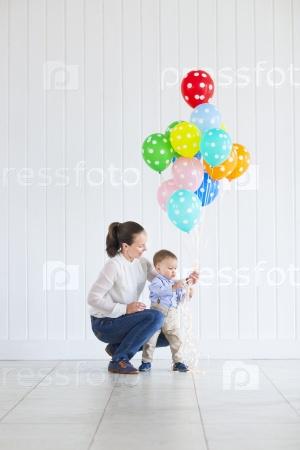 Маленький мальчик с мамой