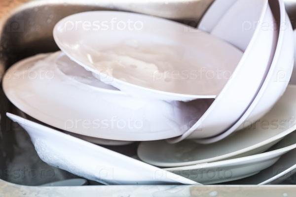 Тарелки и миски
