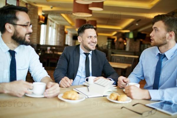 Обсудить новый проект за чашкой кофе