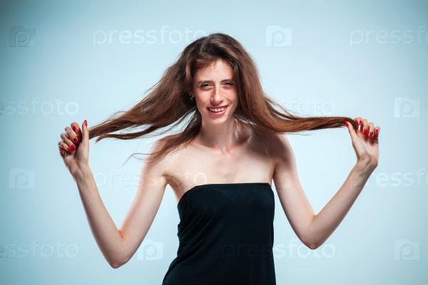 Портрет молодой счастливой женщины