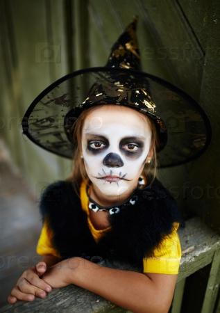 Ведьма с окрашенным лицом