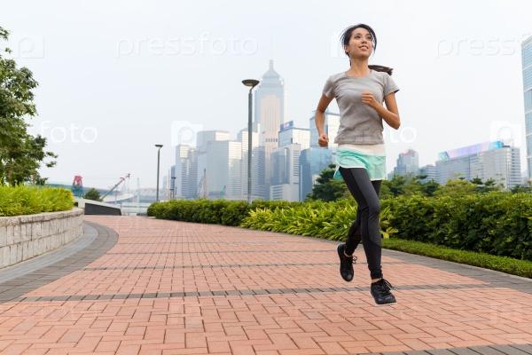 Девушка на пробежке