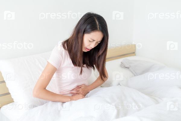 Девушка с болью в животе
