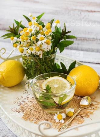 Ромашковый чай с лимоном и мятой