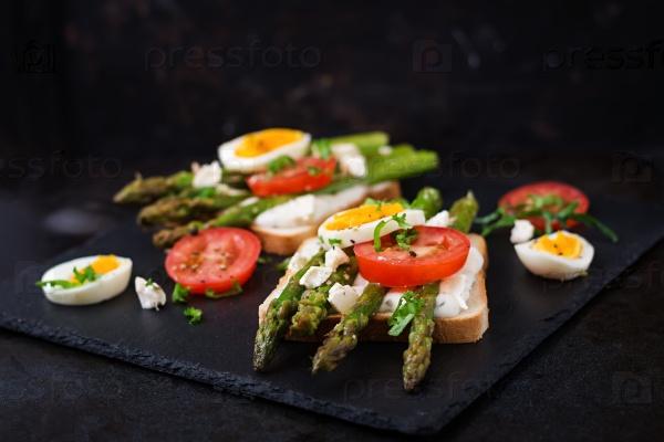 Бутерброды с вареной спаржей