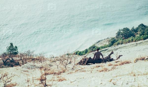 На побережье